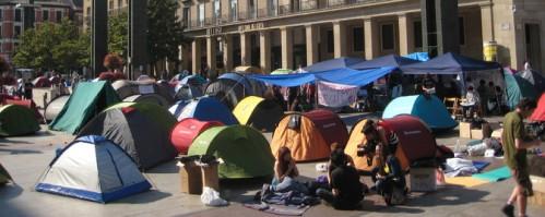Campamento en la Plaza del Pilar de Zaragoza.
