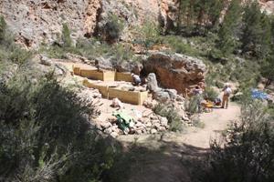 Vista general de dos de los yacimientos arqueológicos que se están excavando en las Hoces del río Mijares.