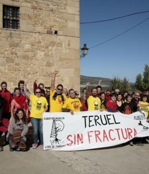 Participantes del V encuentro antifracking en Puertomingalvo